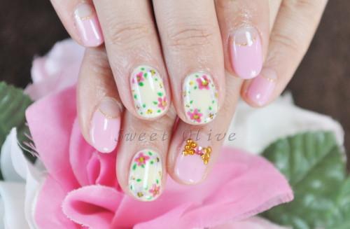 春,小花柄,ジェルネイル,クリーム色,ピンク,可愛い,スタッズリボン