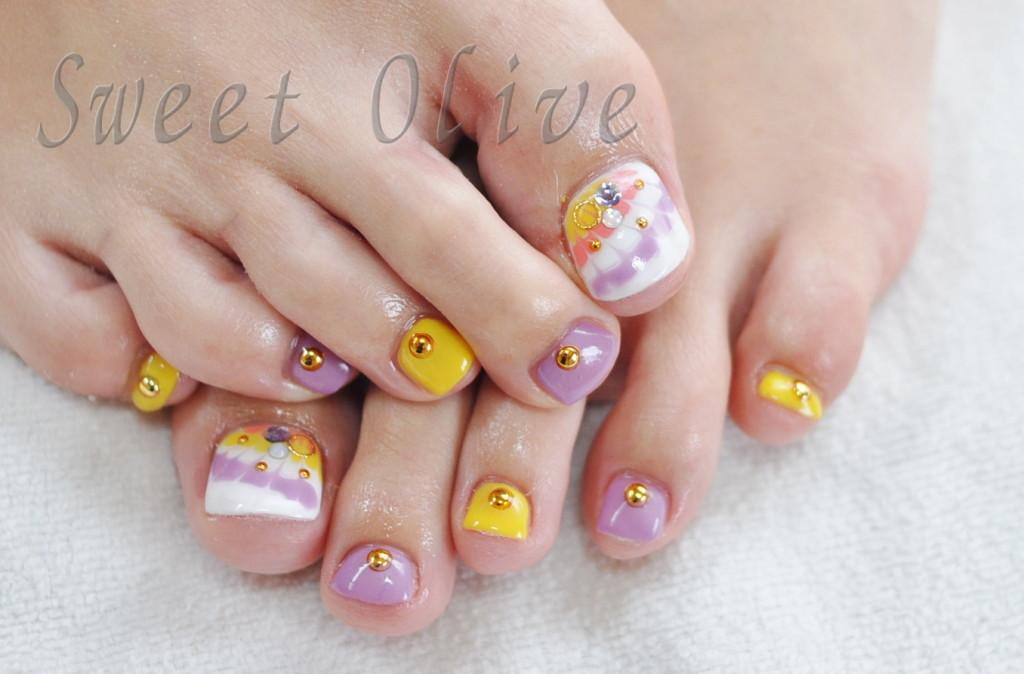 ピーコック柄,夏,フットネイル,黄色,紫