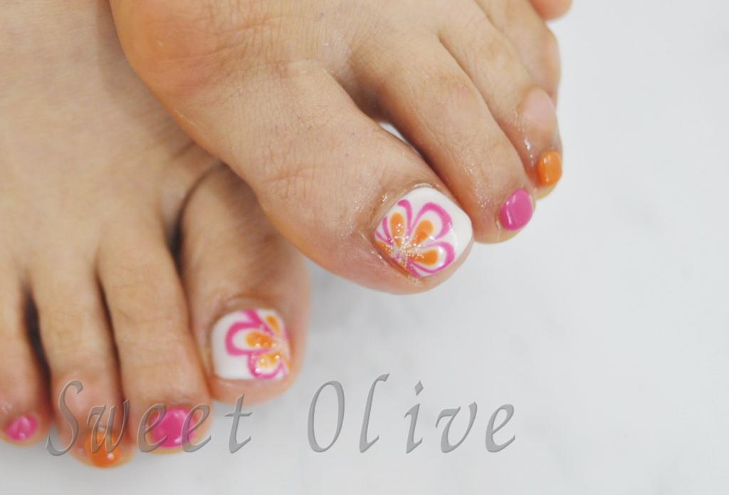 花柄,フラワー柄,フットジェルネイル,白ベース,ピンク,オレンジ,夏フットジェルネイル