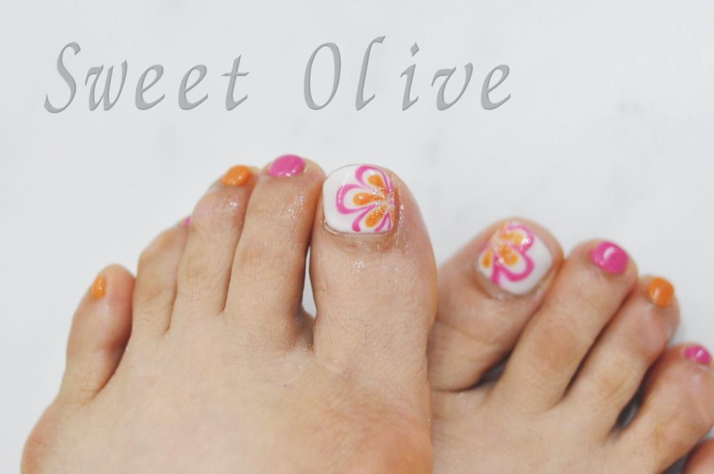 夏柄,可愛い,フットジェルネイル,白,ピンク,オレンジ,手描きフラワー柄