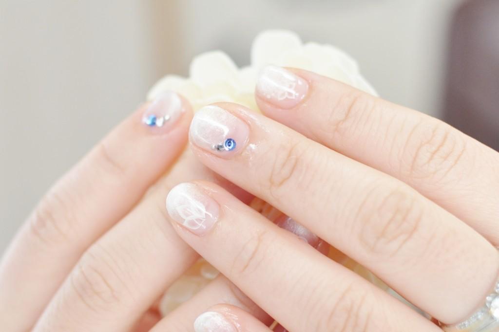 ホワイトクリスマスネイル,グラデーション,パールホワイト,白,透け花