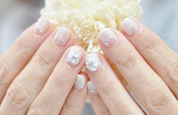 白フレンチ,ブライダル,パールホワイト,上品,きれい,3Dお花,ジェルネイル