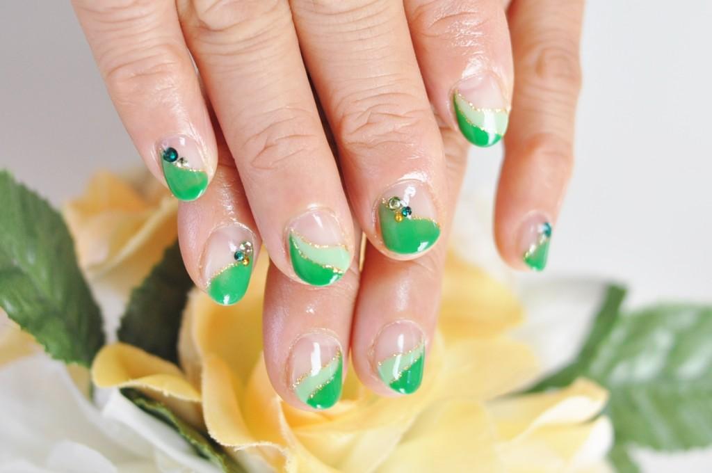 春,ジェルネイル,緑,斜めダブルフレンチネイル