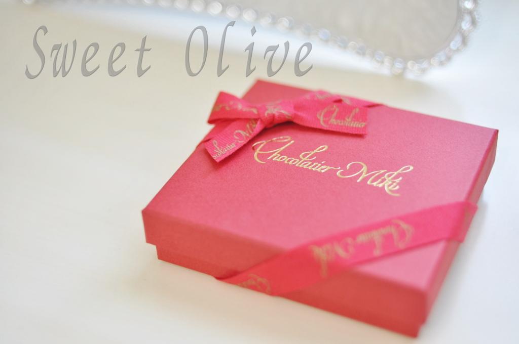 千歳烏山,ショコラティエミキ,バレンタインパッケージ,赤,可愛い箱,ネイルサロン
