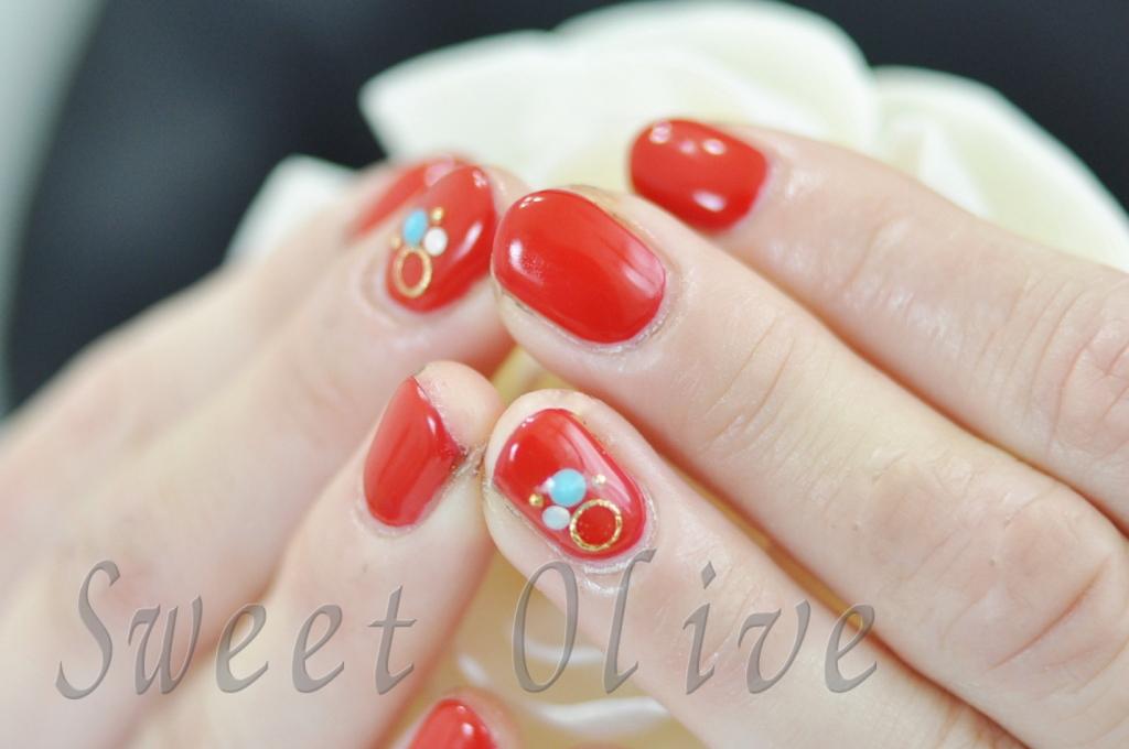 赤,ショートネイル,一色塗り,モード,可愛い,ジェルネイル,ターコイズストーン,美容師さん