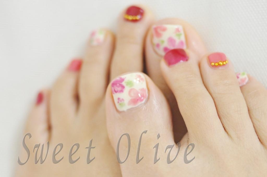 花柄,フラワー,フットジェルネイル,赤,ピンク,手描き