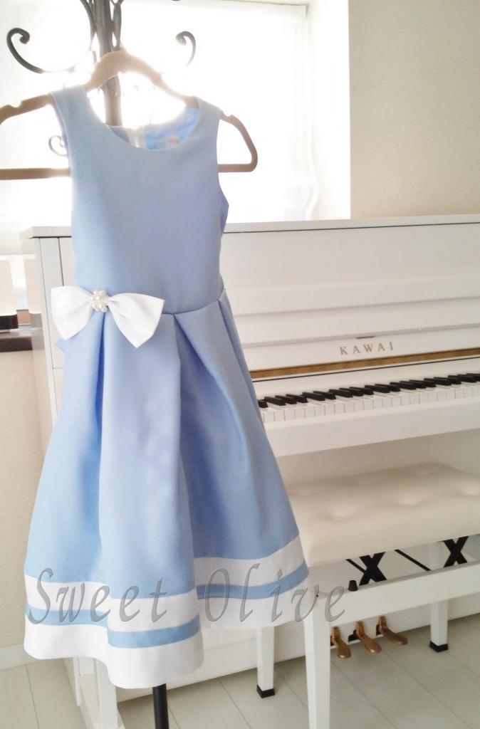 ピアノ発表会,ドレス,水色,白いピアノ,自宅ネイルサロン