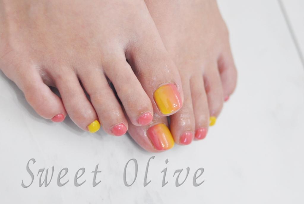 ピンク,黄色,縦グラデーション,フットジェルネイル,育休中