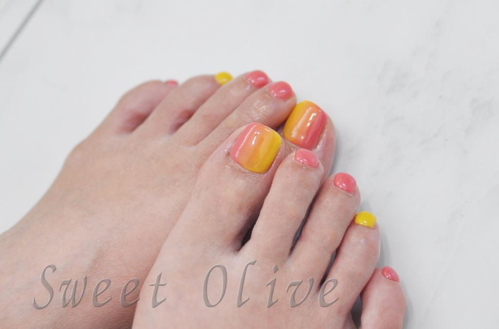 秋カラー,フットジェルネイル2016年,マンゴー色,ピンク,縦グラデーション
