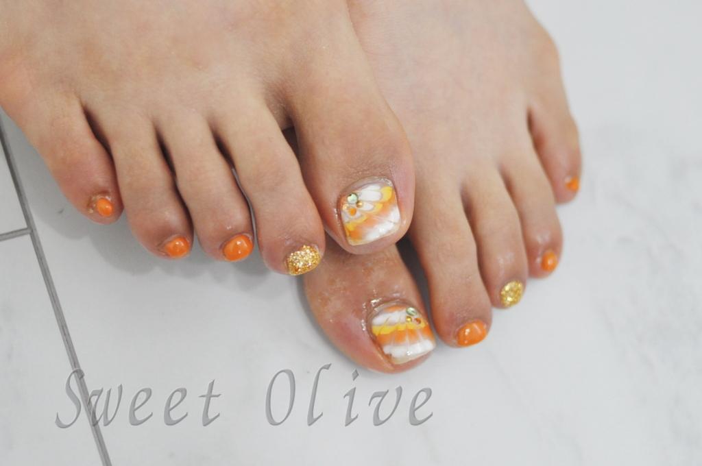 ピーコック柄,フットジェルネイル,オレンジ,黄色,白,夏フットネイル2017年