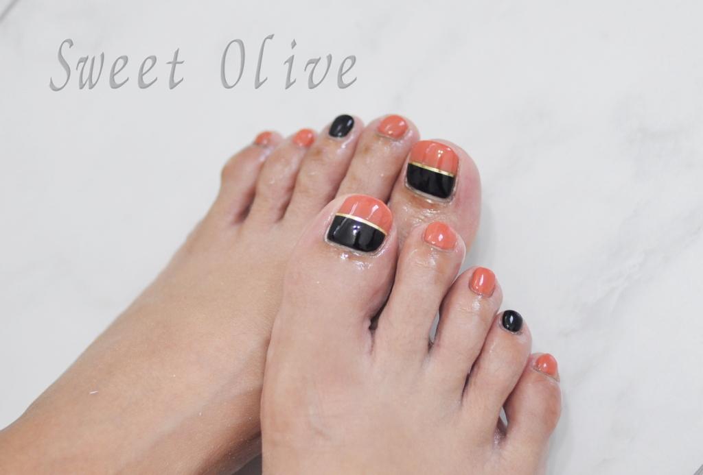 黒,オレンジ,バイカラーフットジェルネイル,ラインテープ,秋フットジェルネイル