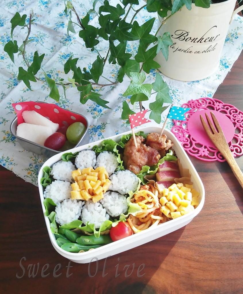 海苔巻かず弁当,お花海苔巻弁当,小学生女子弁当,お花の卵焼き,から揚げ弁当