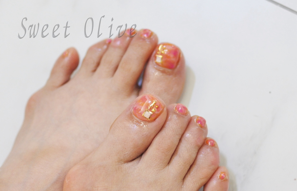 オレンジピンクタイダイ柄フットジェルネイル,初夏ネイル2018年