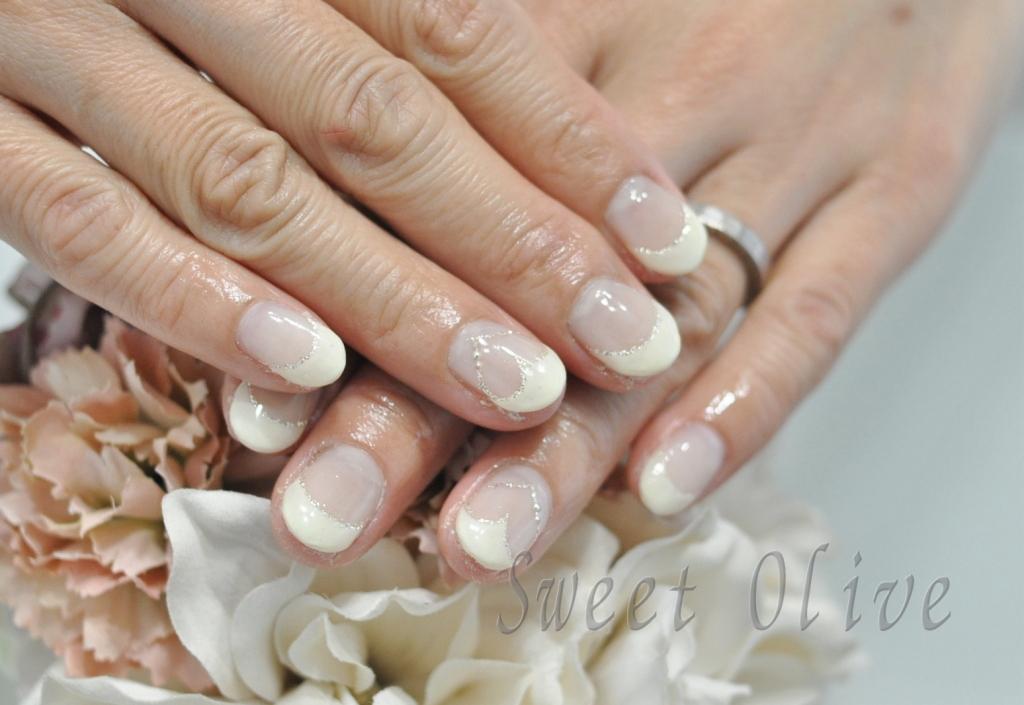 ホワイトフレンチ,白フレンチネイル,くり抜きハートネイル,ショートネイル,春ネイル2019年