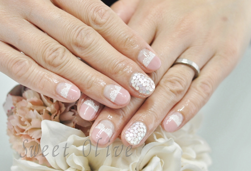 ピンク,まっすぐフレンチ,レースシール柄ネイル,白ホロネイル,春ネイル2019年