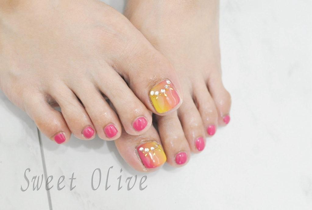 オレンジ,ピンク,黄色,縦グラデーションネイル,初夏フットジェルネイル2019年