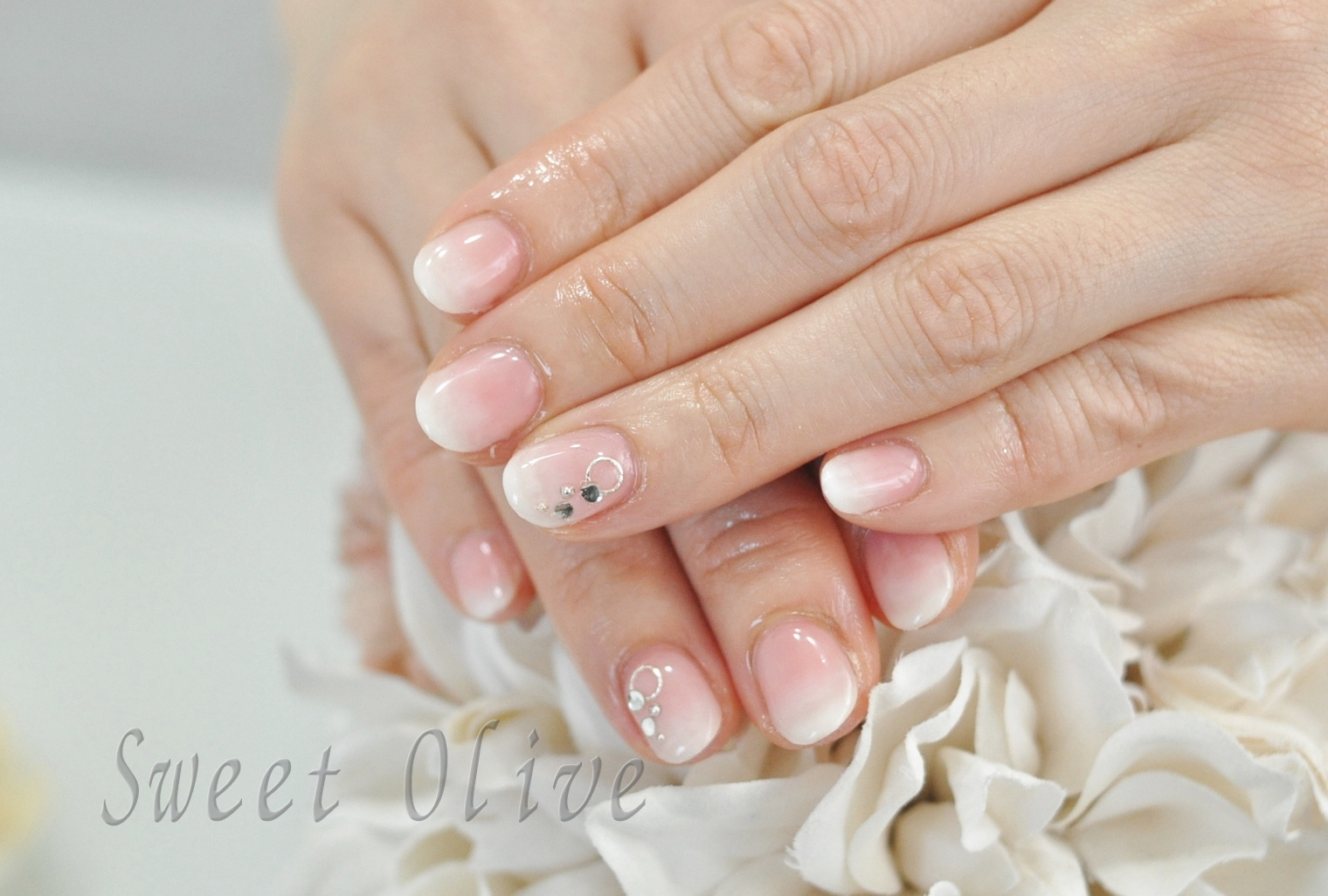 花びらネイル,白,ピンク,グラデーションネイル,初夏ネイル2019年