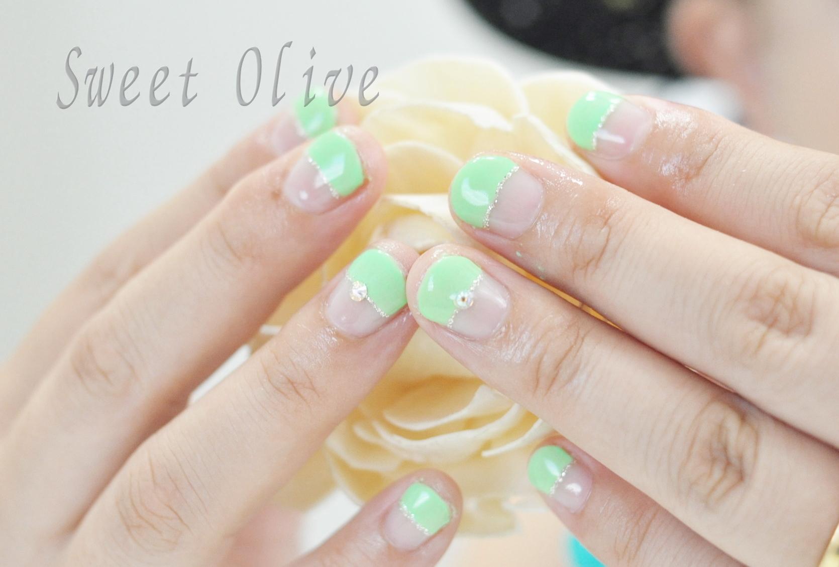 蛍光色,ネオングリーン,まっすぐフレンチネイル,夏ネイル2019年