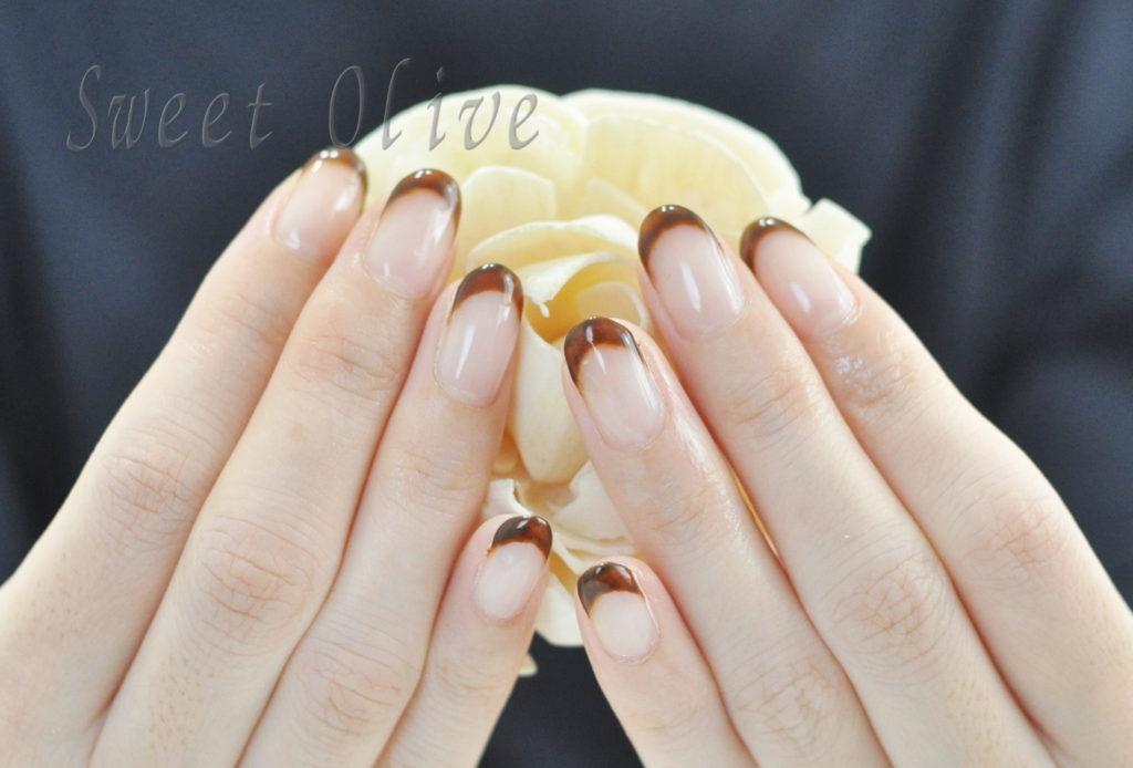 茶色,細フレンチネイル,秋ネイル2020年,オフィスネイル,美爪