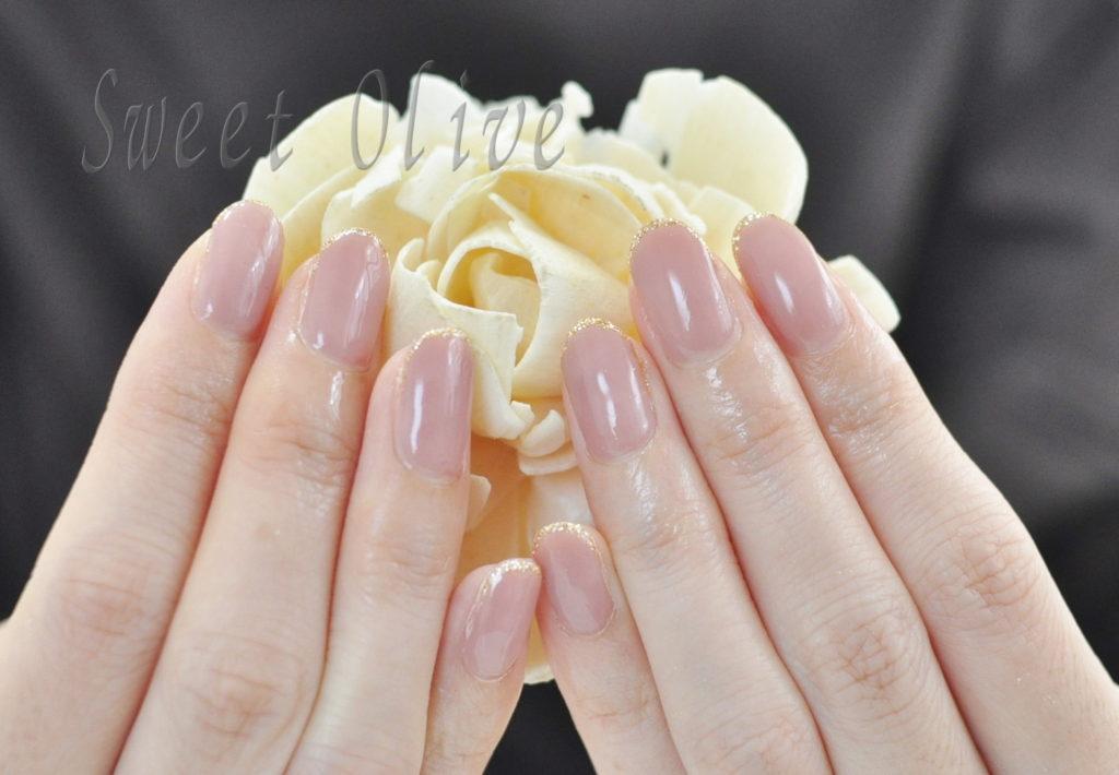 ピンクベージュ,一色塗り,秋ネイル2020年,先端ゴールドラメ,オフィスネイル,美爪