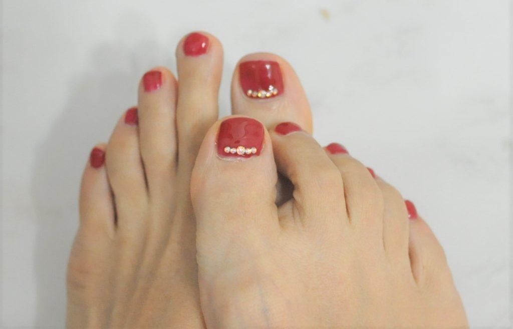 赤,レッド,春フットジェルネイル2021年,ビジュー