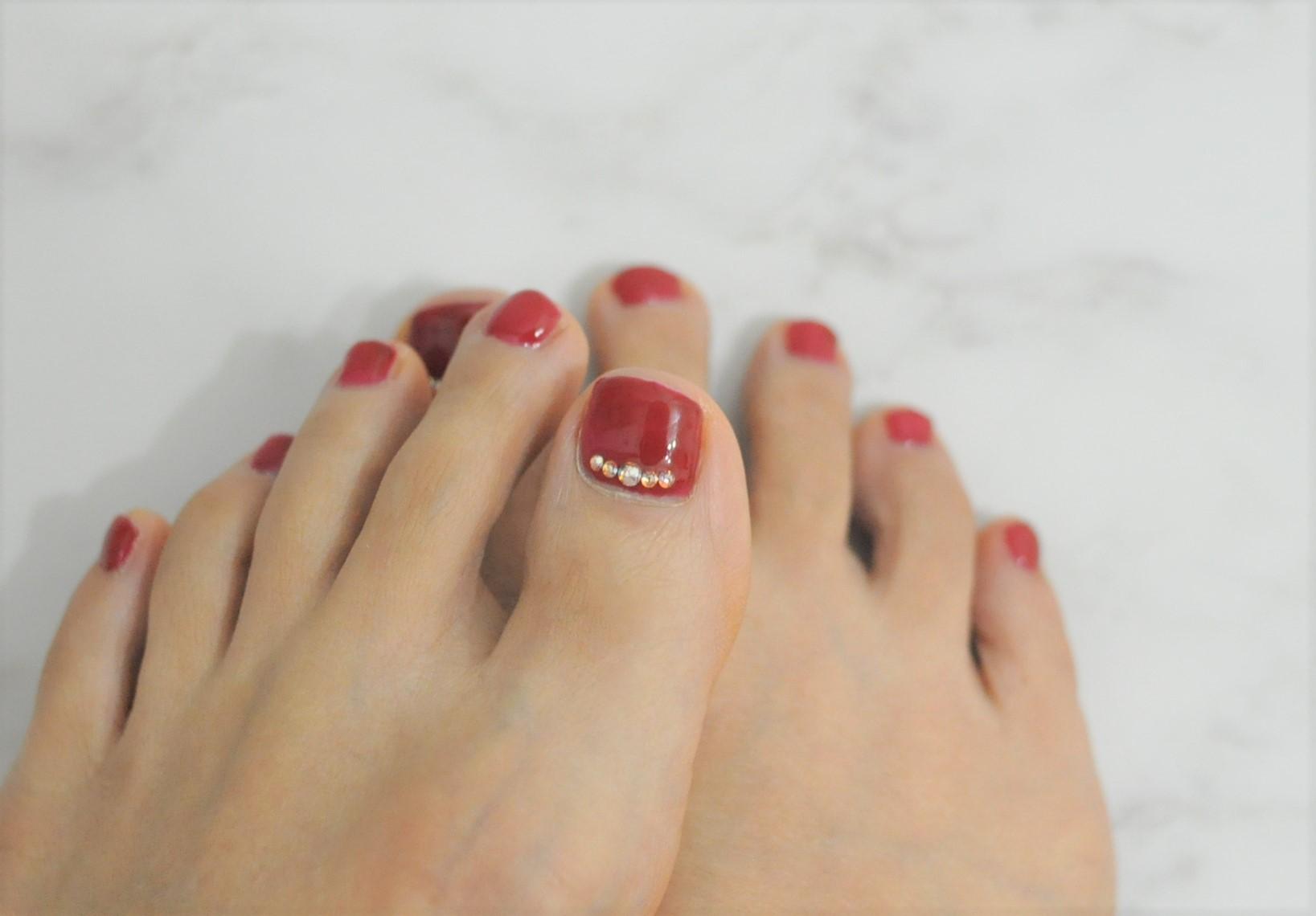 赤フットネイル,大人,初夏フットジェルネイル2021年