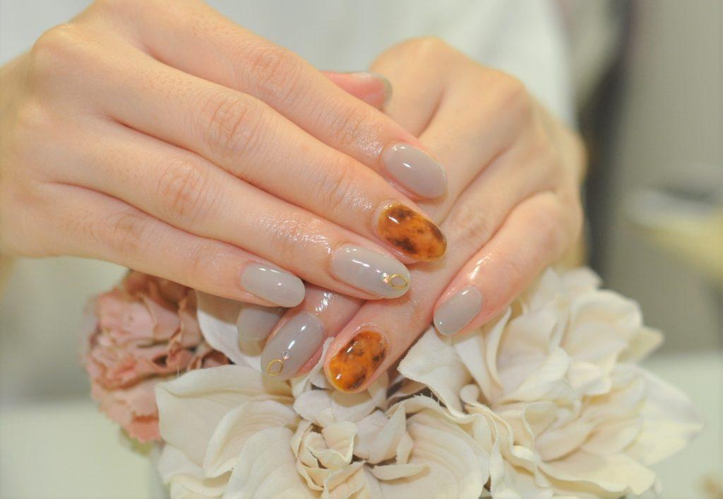 美爪,グレージュ,べっ甲ネイル,秋ネイル2021年